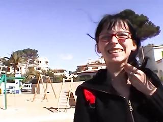 Skinny Teenie alleine auf Mallorca