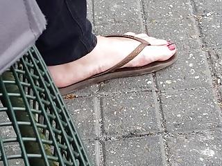 Sexy feet in flip flops pt.1