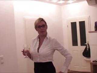 BitchNr1 – Schulschlampe bitte ins Rektorat!