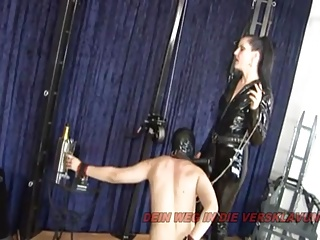 GERMAN BDSM MILF – STRAPON TORTUR
