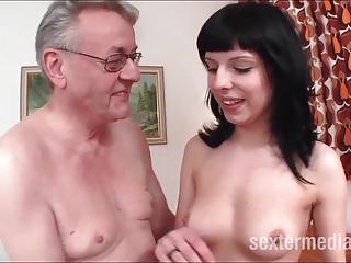 Opa Helmut der verfickte Teenie Ficker!!!