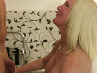 XXX Omas – German amateur sex with big titted mature blondie