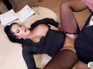 Bums Buero – Busty German secretary fucks at her office