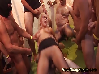 babe in wild bukkake orgy