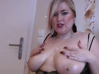 Sandy BIG NATURAL OILY TITTS