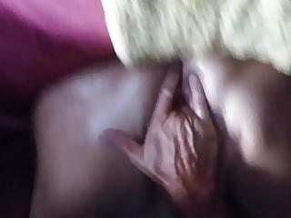 Vier Finger im Arsch