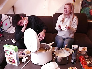 Essen in 1000 Grad heisser Friteuse by KellyMissesVlog