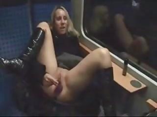 exhibe et baise dans le train