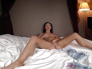 6-movies.com – Brunette girl fingers until she comes to a re