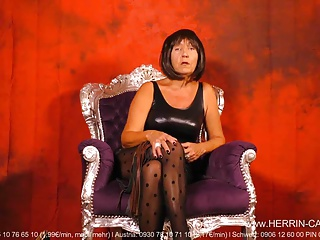 Mature Dominatrix MILF Nylon Pantyhose Worship Domina