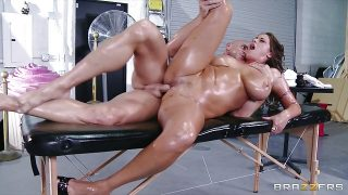 Brazzers – Big-tit Eva Notty Rides fucks her masseur