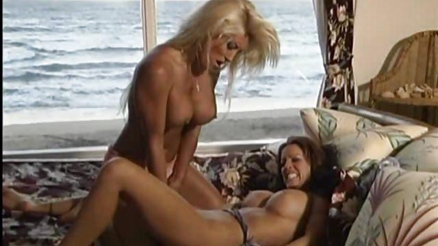Blonde luna mit fetten titten und tattoos 3