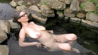 Busty Tina – The hot pot