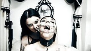 Alissa Noir & Leah Obscure beim Lesben Fetisch Sex