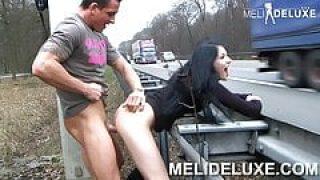 MeliDeluxe an der Autobahn gefickt